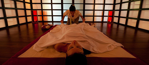 Therapeutic Aroma-Essence Massage